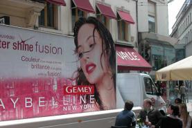 Emplacement Véhicule promotion publicitaire panoramique - Panneaux personnalisables de 8 ou 16 m² - Publicité mobile sur camionnette