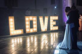 Emplacement Love géant pour mariage