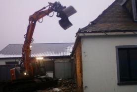 Emplacement Location de pelles de 8 à 26 T et de matériel de destruction pour chantier, particulier ou administration à Marche en Famene - Avec opérateur - Démolition extérieure et intérieure