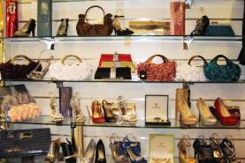 Emplacement Accessoires de soirée - bijoux - parures - sacs à main