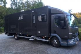 Emplacement Camion loge pour régie - techniciens - artistes - mobil-home