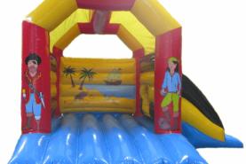 Emplacement Château gonflable Pirate avec toboggan – 4x5m