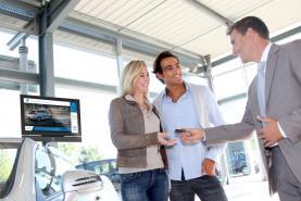 Emplacement Ecran TV pour concession AUTOMOBILE ou GARAGE - Borne multimédia pour affichage informatif