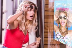Emplacement Ecran TV d'affichage dynamique dans la vitrine de votre magasin d'OPTIQUE (ou au comptoir)
