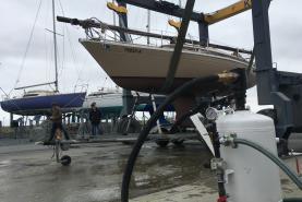 Emplacement HYDROGOMMEUSE (sablage sans poussière) pour coque de bateau, yacht, voilier, piscine, voiture