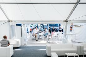 Emplacement Mobilier pour événements - manges debout - tables hautes - personnalisables