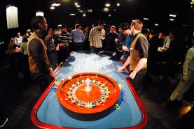 Emplacement Table de casino avec croupier  - Roulette française