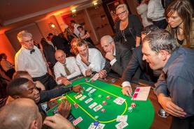 Emplacement Table de casino avec croupier  - Texas Hold'em Poker