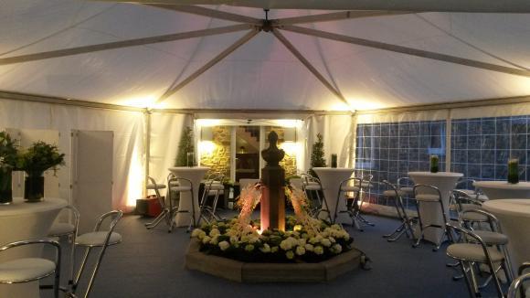 location tente chapiteau pagode structure de r ception louer sur rentiteasy. Black Bedroom Furniture Sets. Home Design Ideas