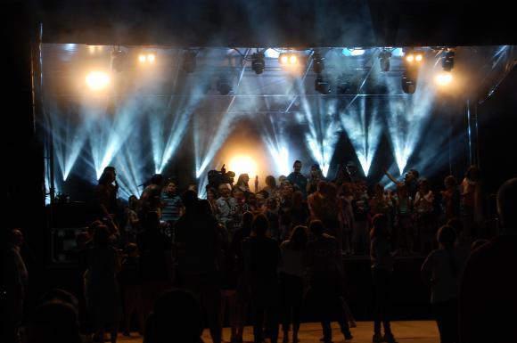 Location Sonorisation et Eclairage, Concer,t Festival, Spectacle, Son et Lumière, Sonorisation de match de foot, sonorisation Feux d'artifice, Eclairage architectural, Maping
