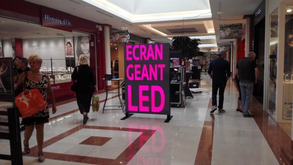Location Proxiled Totem vidéo LED intérieur et extérieur - Ecran géant