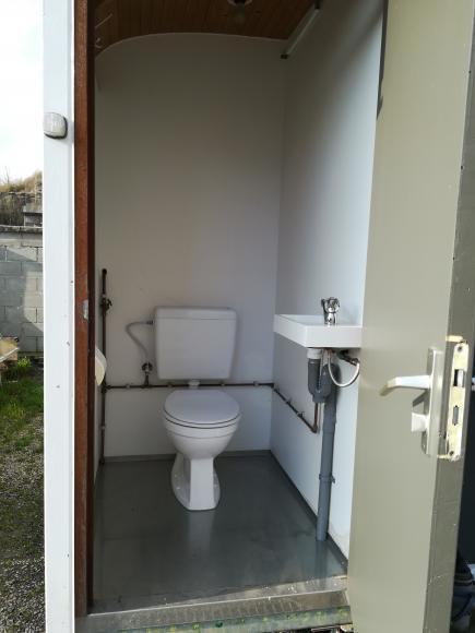 Location WC - Roulotte toilettes hommes et femmes