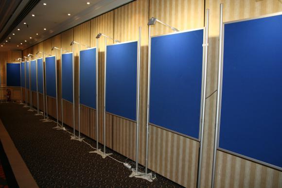 Location Panneau d'exposition / Affichage pour posters & tableaux, peintures, photos,...