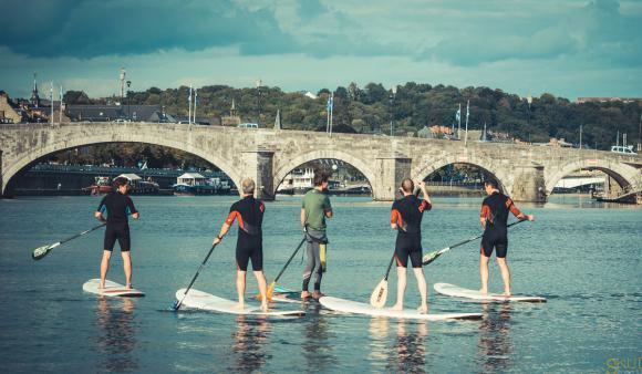 Location Stand Up Paddle - Jeux aquatiques - Divertissement sur Meuse à Namur - Sport nautique - Planches de surf sur rivière