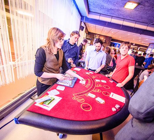 Table de poker a louer petit casino rue de dinan saint malo