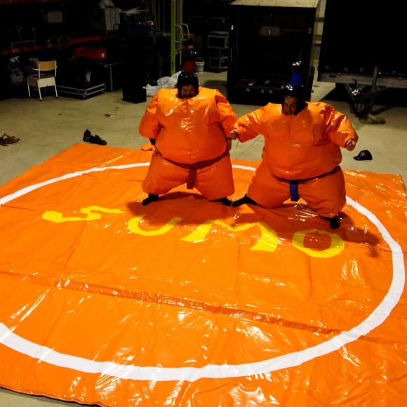 Location Plateforme de combat sumo gonflable - Costmes de sumo - Tatami - Déguisement - Animation (Verviers)