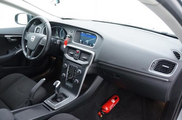 Location Voiture/ véhicule en leasing / renting (PLUS D'UN AN) - VOLVO V40 1.6 D2 Kinetic + GPS - Moyen de transport